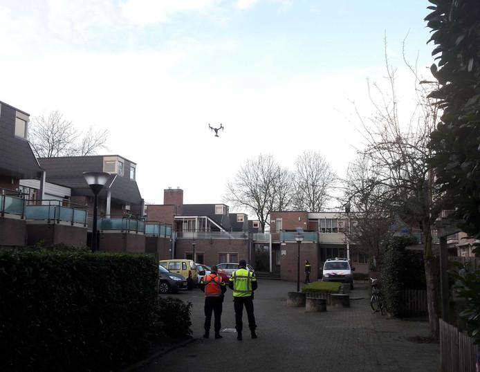 De politie doet onderzoek met een drone.