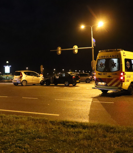 Persoon gewond door botsing tussen twee auto's in Enspijk