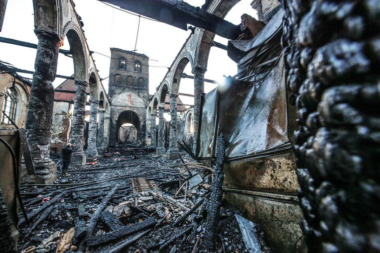 Er blijft enkel een ruïne over de kerk.