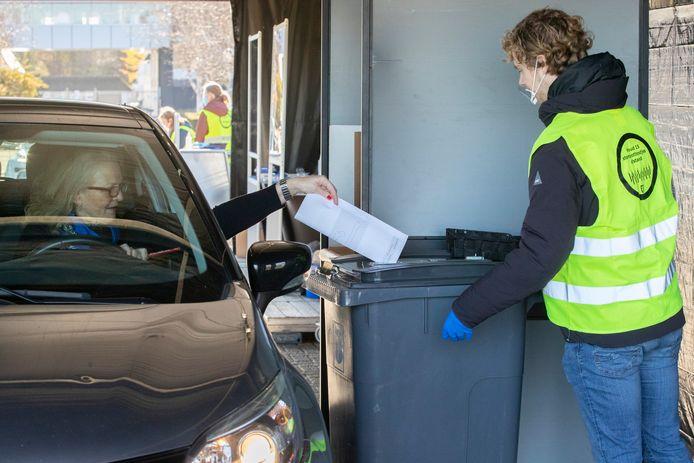 In Vught werden in november bij de gemeenteraadsverkiezingen de drive-in stembureaus al toegepast.