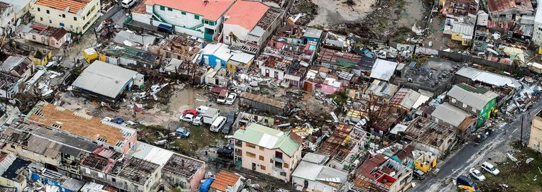 Een luchtfoto van Sint Maarten laat zien hoeveel schade Irma heeft aangericht. Beeld ap