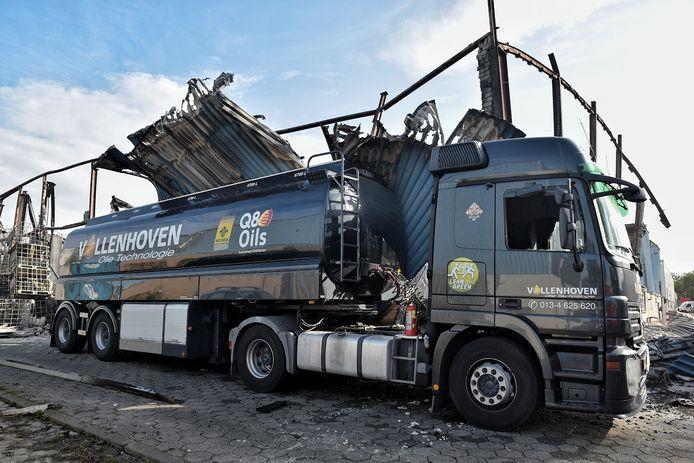 Een tankwagen van Van Vollenhoven die gespaard bleef bij de brand