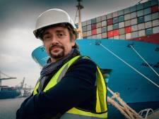 Top Gear-presentator Richard Hammond vaart met groot containerschip naar Rotterdam