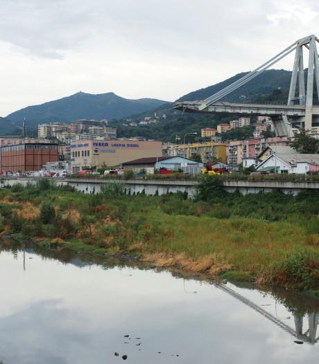 Live-beelden: grote reddingsactie  brugramp Italië