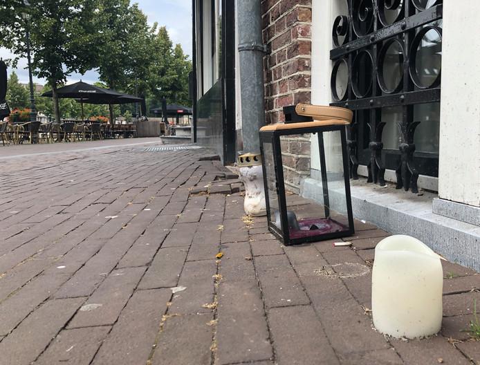 Aan de Haven in Breda staan nog twee kaarsen en een kandelaar ter nagedachtenis aan de dodelijke steekpartij waarbij Bredanaar Berry van Gool overleed tijdens een uitgaansavond
