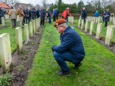 Met dit gedicht werden in Milsbeek honderden handgemaakte poppy's geplant