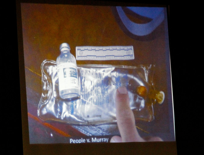 Een infuuszakje en een flesje propofol werden gevonden in de slaapkamer waar Michael Jackson overleed. Het werd later als bewijsstuk gebruikt in de rechtszaak tegen de lijfarts van Jackson.