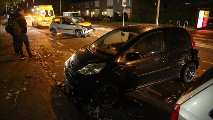 Het resultaat van de aanrijding: twee beschadigde auto's.