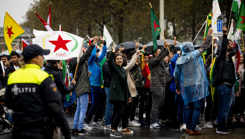 Koerden demonstreerden vorig weekend met een tocht door Den Haag. Ze vragen aandacht voor de Turkse aanvallen in Noord-Syrië.