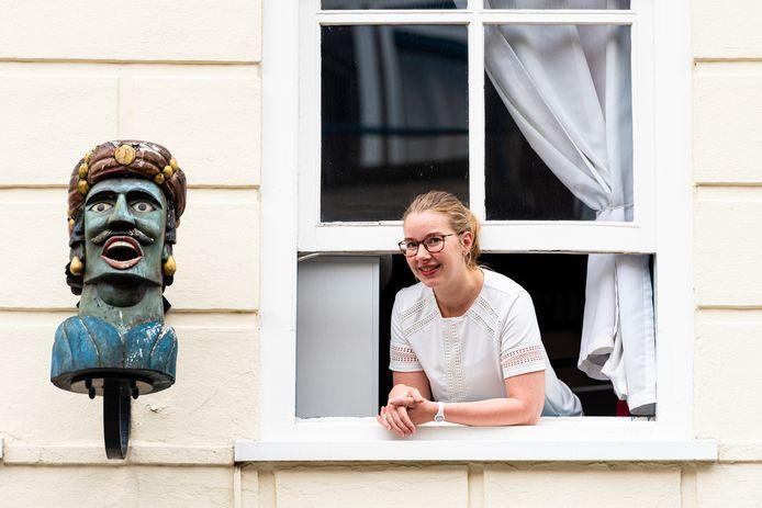 Mariska Belt van drogisterij De Hazelaar in Alphen is trots op haar gaper.