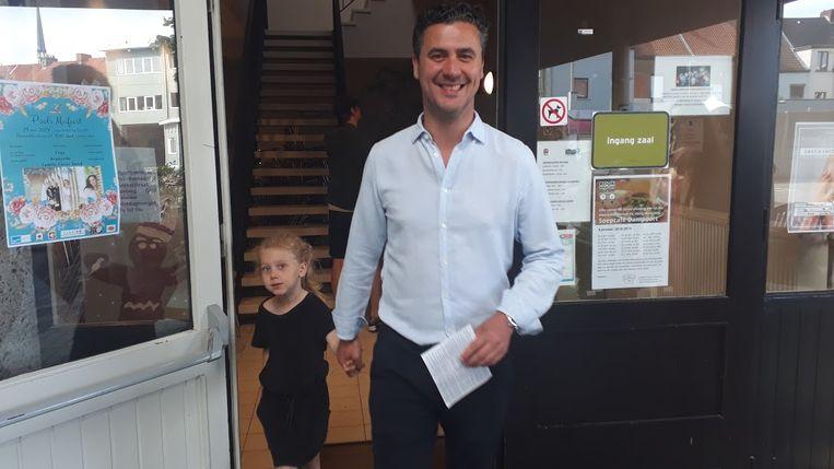 Joris Vandenbroucke (sp.a) met zijn dochter na het stemmen in Gent