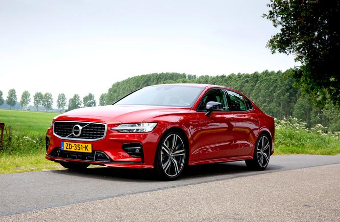 De Volvo S60 T5 R scoort vooral met een krachtige motor en een semi-sportief onderstel.