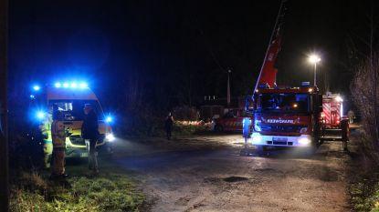 Twee vrouwen raken vast tot hun middel in moerasgrond: brandweer moet hen bevrijden