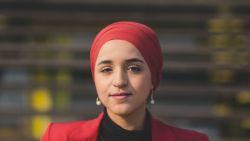 """Onderneemster Yasmien Naciri (27) groeide op in armoede, maar schrijft nu een succesverhaal: """"Vijf partijen hebben me afgelopen verkiezingen gevraagd op de lijst te staan. Ik heb vijf keer 'nee' gezegd"""""""