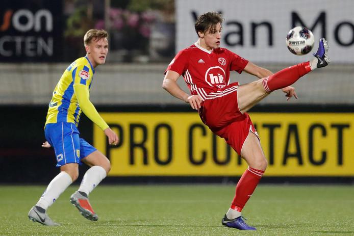 Stijn Meijer (r) in actie voor zijn oude club Almere City.