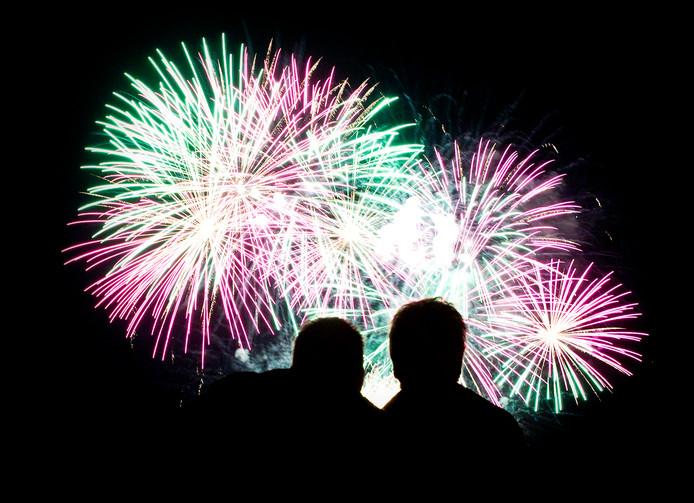 Ondanks de discussie over wel of geen verbod, genieten veel Nederlanders tijdens de jaarwisseling van (sier)vuurwerk.