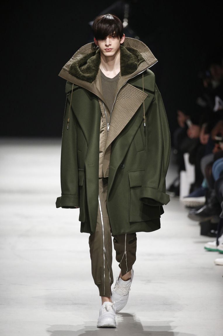 Een Parka uit de show van de Koreaanse ontwerper Jung Wook Jun Beeld Team Peter Stigter