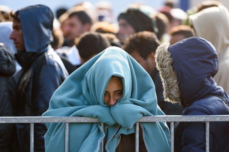 Archieffoto. Vluchtelingen staan te wachten om de grens tussen Slovenië en Oostenrijk over te steken.