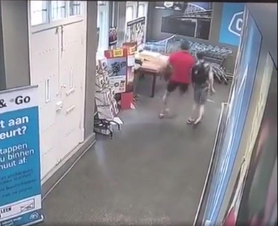 Still uit de video van de mishandeling.