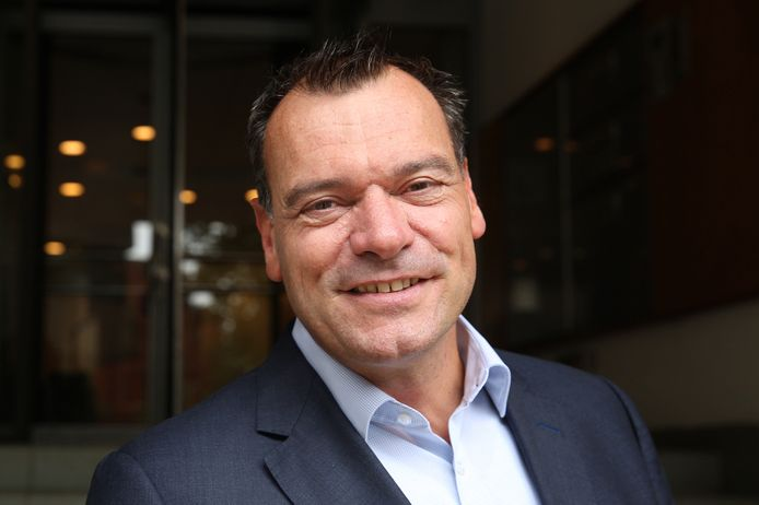 Het eigen risico in de gezondheidszorg moet geheel verdwijnen. Dat stelt Aad de Groot, nieuwe directeur van de Schiedamse verzekeraar DSW.