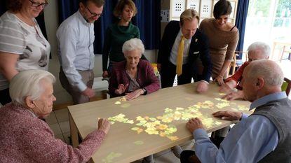 Nieuwe 'tovertafel' stimuleert in De Vaeren ouderen met dementie