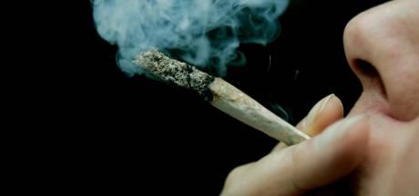 Politie valt café binnen in Bergen op Zoom: man opgepakt voor drugshandel