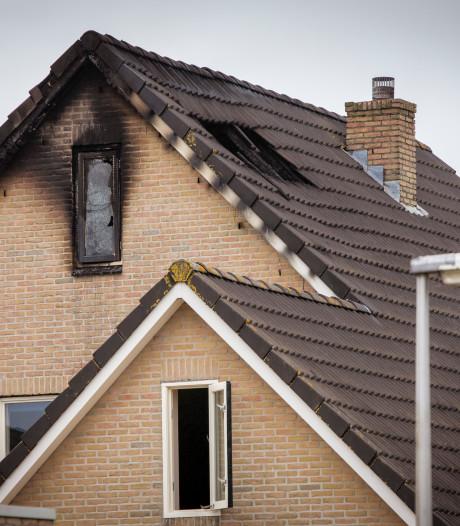 Tips over dodelijke brand in Nieuwleusen leiden niet tot cruciale informatie: broertje nog steeds verdachte