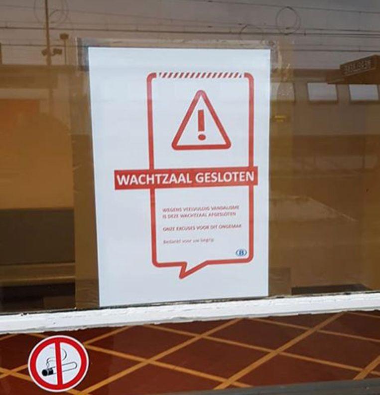 De wachtzaal aan het station van Merelbeke is gesloten na 'veelvuldig vandalisme'.
