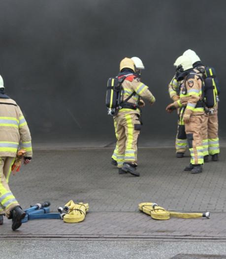 Brand bij autoschadebedrijf Henk Schuiterd in Holten