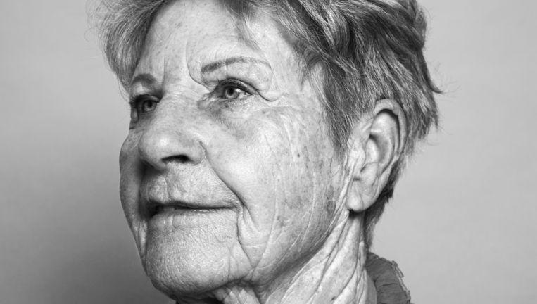 'In januari 1945 kwamen mijn zusje Nel en mijn broertje Dirk ook naar Beetgumermolen. Nel droeg een jas en een puntmuts die mijn moeder van onze overgordijnen had gemaakt. Ik schrok van haar dikke buik. Nu weet ik dat ze leed aan hongeroedeem.' Beeld Robin De Puy
