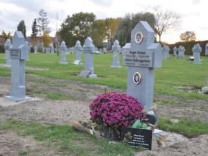 """""""Ik vond hun graf niet meer. Ik was in shock"""": grafzerk van Heidi's ouders plots vervangen door anonieme zerk"""
