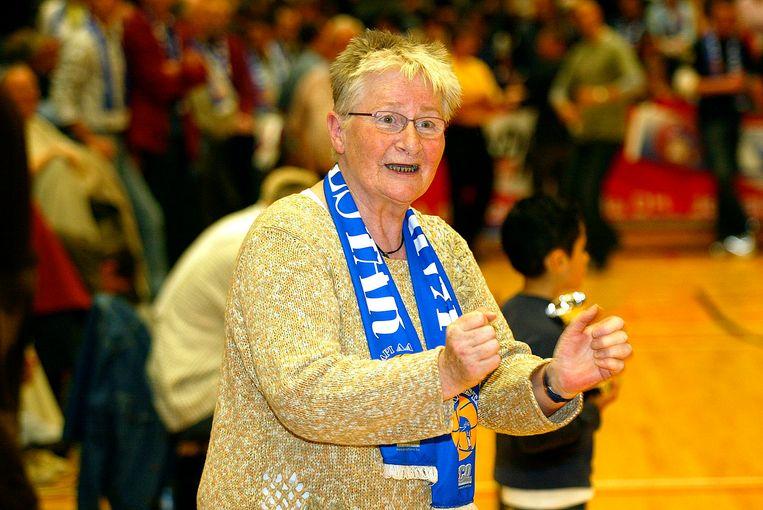 Oud-burgemeester Anny De Maght tijdens een wedstrijd van Okapi Aalstar.