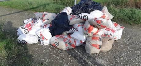 Vijftig zakken asbest in de berm bij Bath; dader ligt op het kerkhof