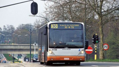Vrouwelijke buschauffeur krijgt vuistslag van balorige passagier