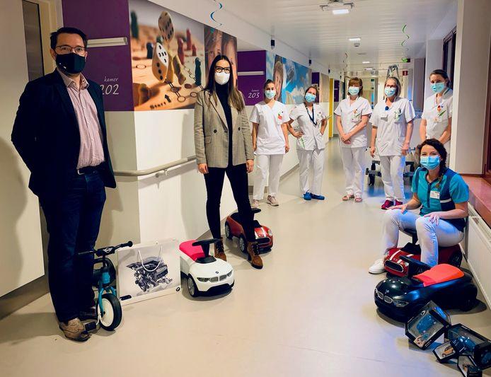 G&A Motors schenkt speelgoed aan de kinderafdeling van AZ Turnhout.