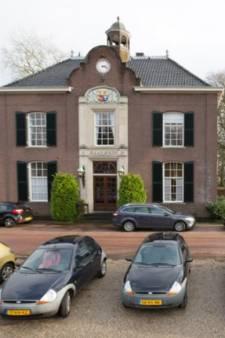 Gemeenteraad Heerde vergadert in De Heerd tijdens renovatie raadhuis