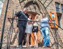 De Zwolse horecaondernemer Hendrik Karabagias (uiterst rechts) in betere tijden, kort na de aankoop van de oude Librije. Van links naar rechts staan verder Jonnie en Thérèse Boer en Karabagias' zakenpartner Sayna Berends.