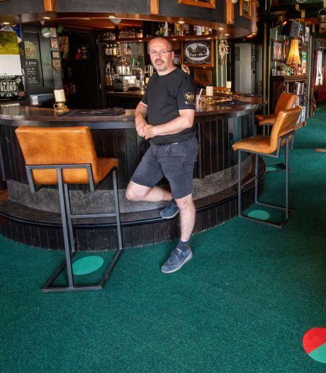 Kroegbazen in de Betuwe vrezen dat cafés niet lang open blijven: '1,5 meter werkt niet'
