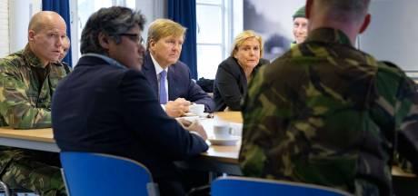 Koning bezoekt kazerne: 'Honderd procent veiligheid bestaat niet'