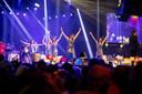 Een groep danseressen begeleidde menig muzikaal nummer.