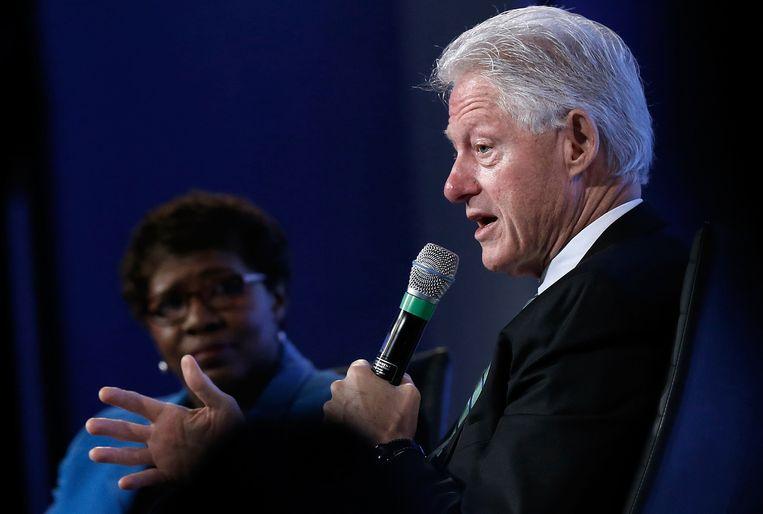 Bill Clinton spreekt op een conferentie in Washington