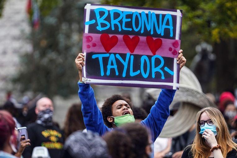 Een demonstrant in Louisville. Beeld REUTERS