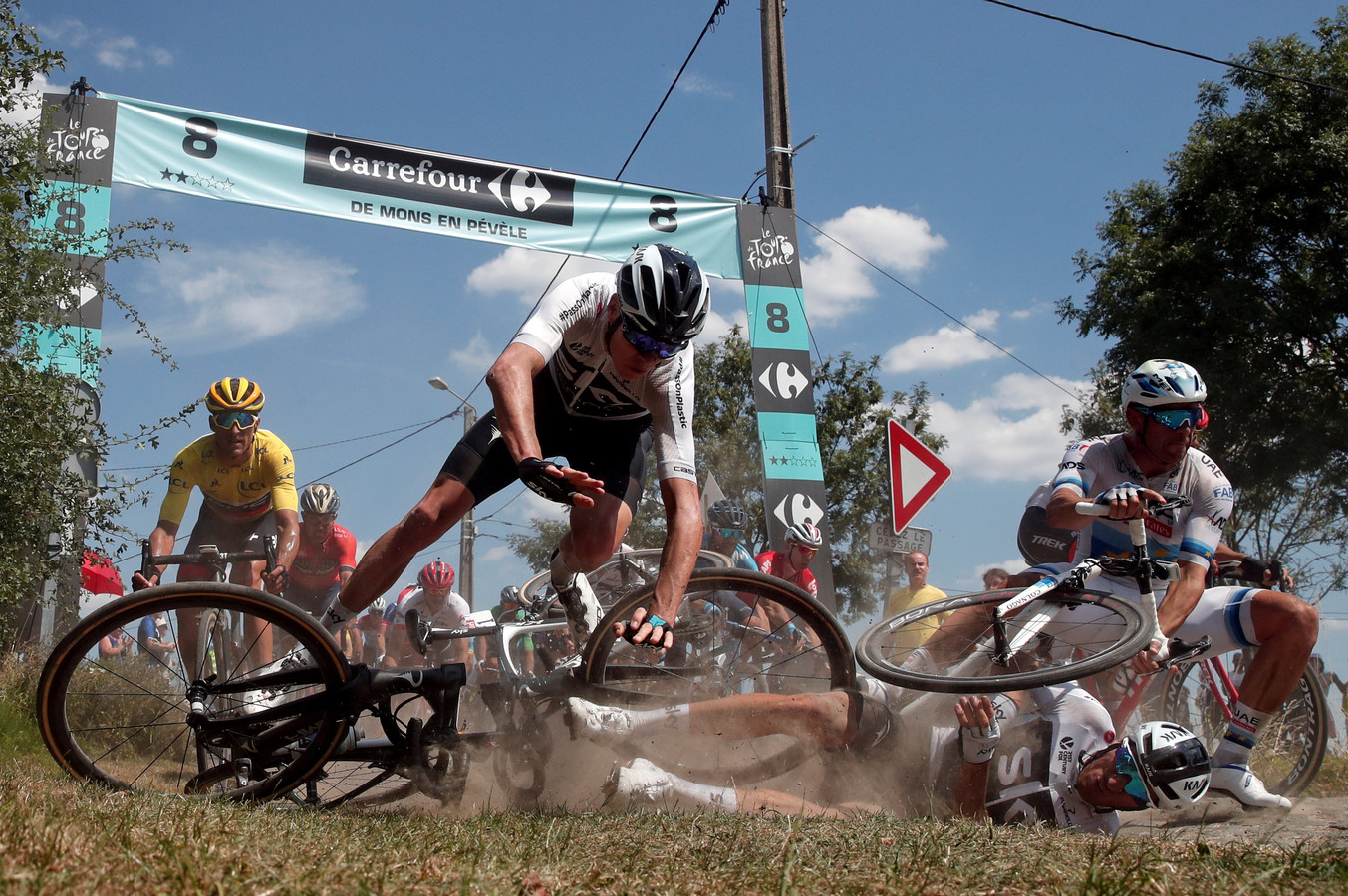 John Degenkolb won de loodzware kasseienrit naar Roubaix, maar dit was het beeld dat bleef hangen na etappe 9.