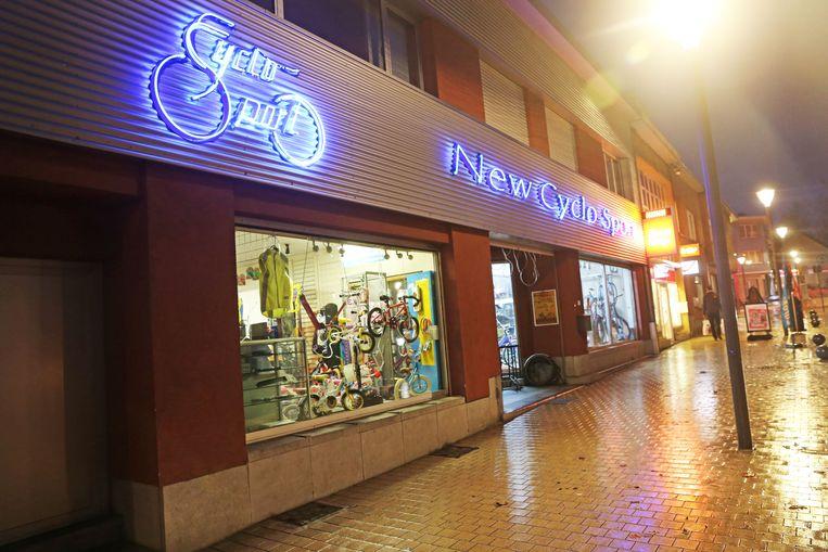 Fietsenwinkel New Cyclo Sport bevindt zich langs de Brusselsesteenweg in Zellik-centrum.