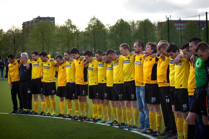 Foto van een herdenkingswedstrijd voor de overleden speler Ruud van Bijsterveld.