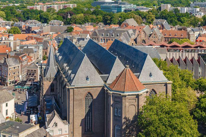 In de inham(men) van de Grote Kerk in Zwolle komen zeer waarschijnlijk zonnepanelen te liggen.