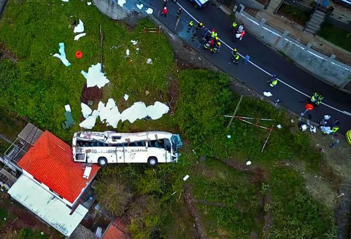 Foto van de plek van het ongeluk van bovenaf.
