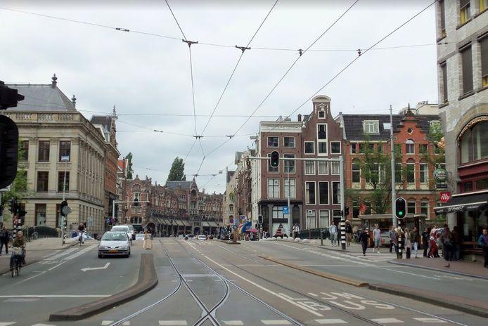Acht van de negen vaste bruggen op de route tussen Raadhuisstraat tot aan het Mercatorplein zijn honderd jaar oud en worden helemaal vervangen.