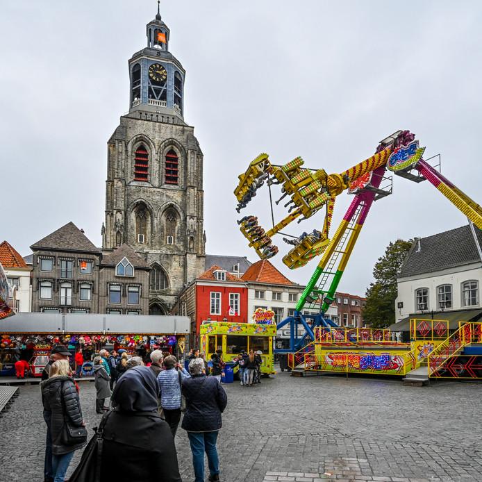 12-10-2019 - Bergen op Zoom - Foto: Pix4Profs/Peter Braakmann - tweede dag kermis  Grote Markt.