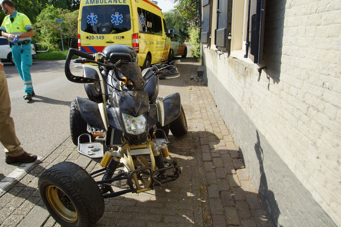 De quad raakte door de botsing beschadigd.